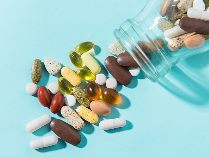 vitamins pills bottle 732x549 thumbnail