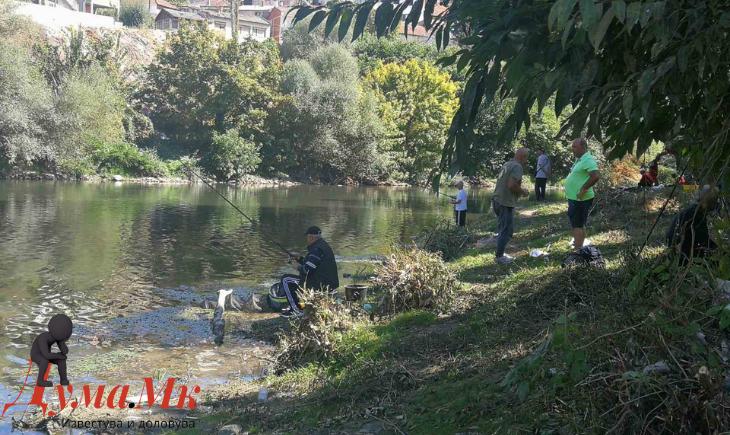 """""""Вардар"""" од Скопје е победник на купот на """"ЗСР Бабуна"""", најголема риба улови Тоше Петрушев од домашната екипа"""