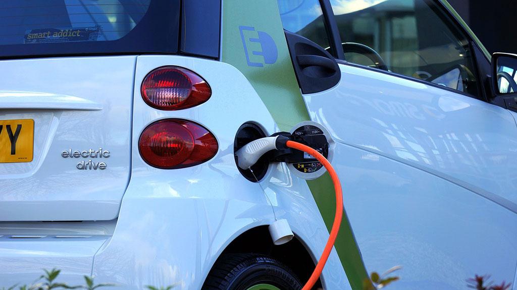 Историски момент: Електричните автомобили и хибридите за првпат ги престигнаа дизелите
