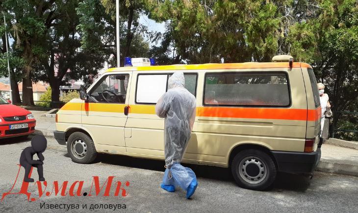 Транспортирана пациентка од ковид болницата во Велес на Инфективна клиника во Скопје