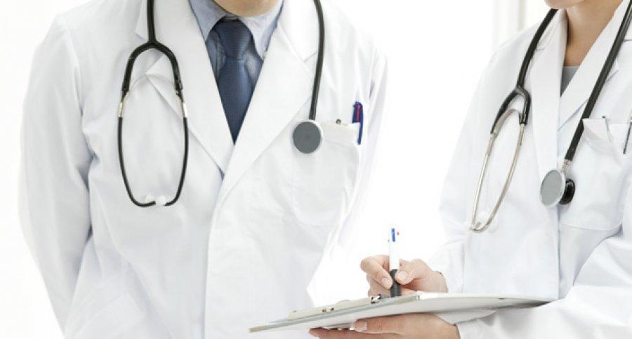 Извештајот на ЕК: Лекарите специјалисти масовно заминуваат од Македонија