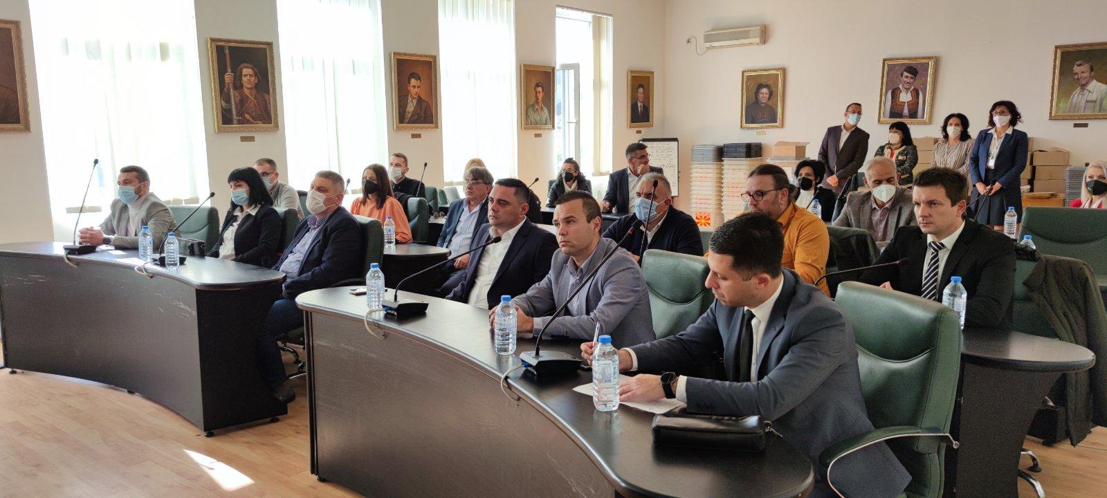 Градоначалникот Јанчев и новоизбраните советници во Кавадарци добија уверенија од ОИК